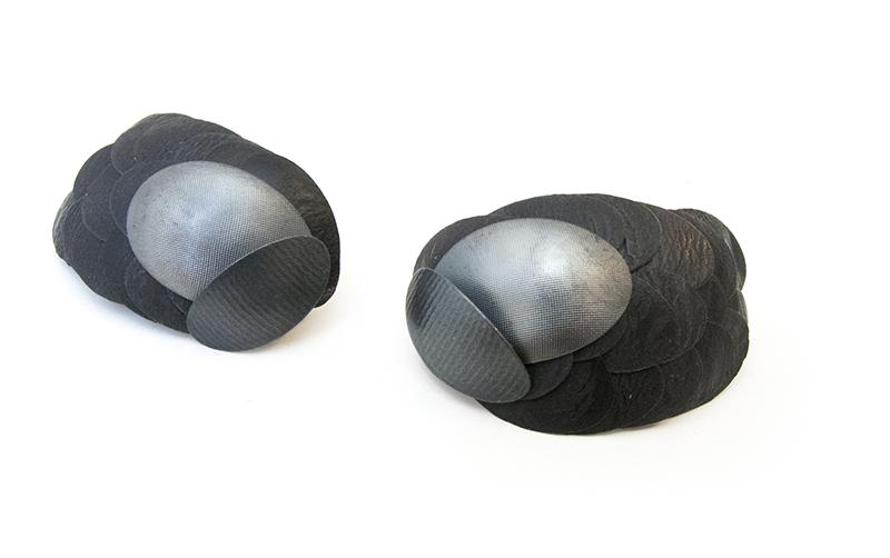 Ohrring in schwarz von Karin Roy Andersson