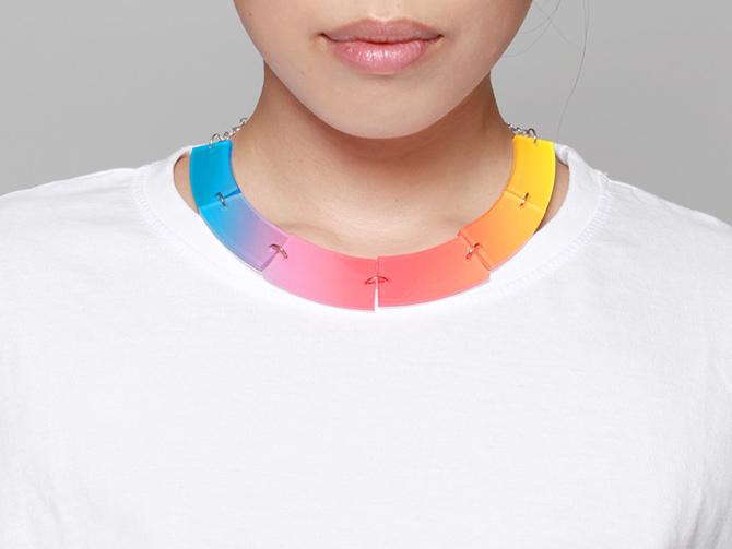 Acryl-Kette mit Regenbogenfarben von Inca Starzinsky