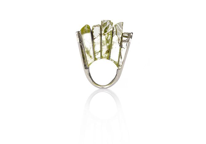 Ring mit Halbedelsteinen in Scheiben von Sari Räthel