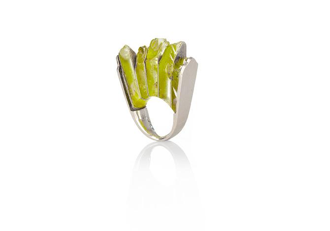 Ring von Sari Räthel aus grünem Halbedelstein