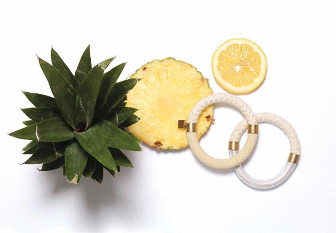 Sommerlicher Kordel-Armreif von SMJD (Sarah Mesritz Jewellery Design) mit Ananas und Zitrone