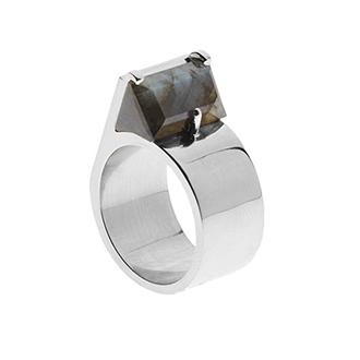 Ring mit Edelstein von AEA