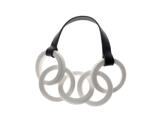Porzellan-Kette mit 5 großen Ringen von Anna Kiryakova