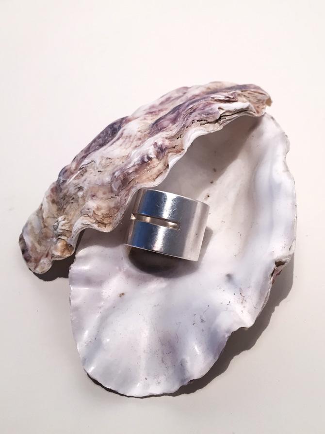 Silberring in Austermuschel